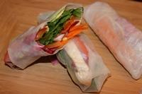 Salad rolls with peanut sauce